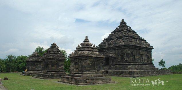 Candi Ijo, berlokasi di Bukit Ijo, Sambirejo, Kecamatan Prambanan, Kabupaten Sleman, Daerah Istimewa Yogyakarata