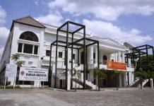 Museum ini dinamai Kolong Tangga