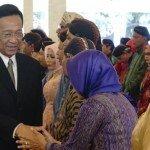 SyawalanGubernur DIY dan Wakil Gubernur DIY dengan masyarakat.