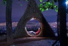 Hutan Pinus Pengger, di Kawasan Dusun Sendangsari, Desa Terong, Kecamatan Dlingo, Kabupaten Bantul, Provinsi Yogyakarta, merupakan destinasi wisata baru yang lagi hits di kalangan pecinta traveling.