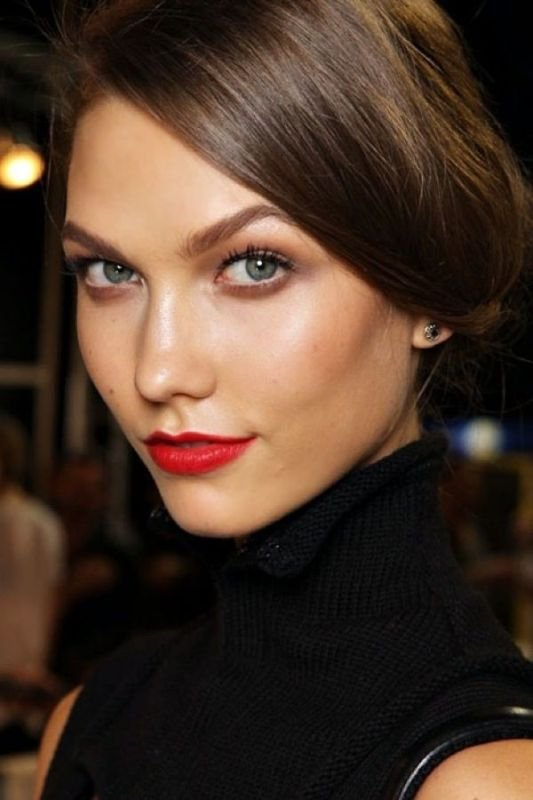 Bridal Makeup Ideas with Stunning Bright Lips