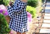 With-straw-tote-bag-and-platform-sandals